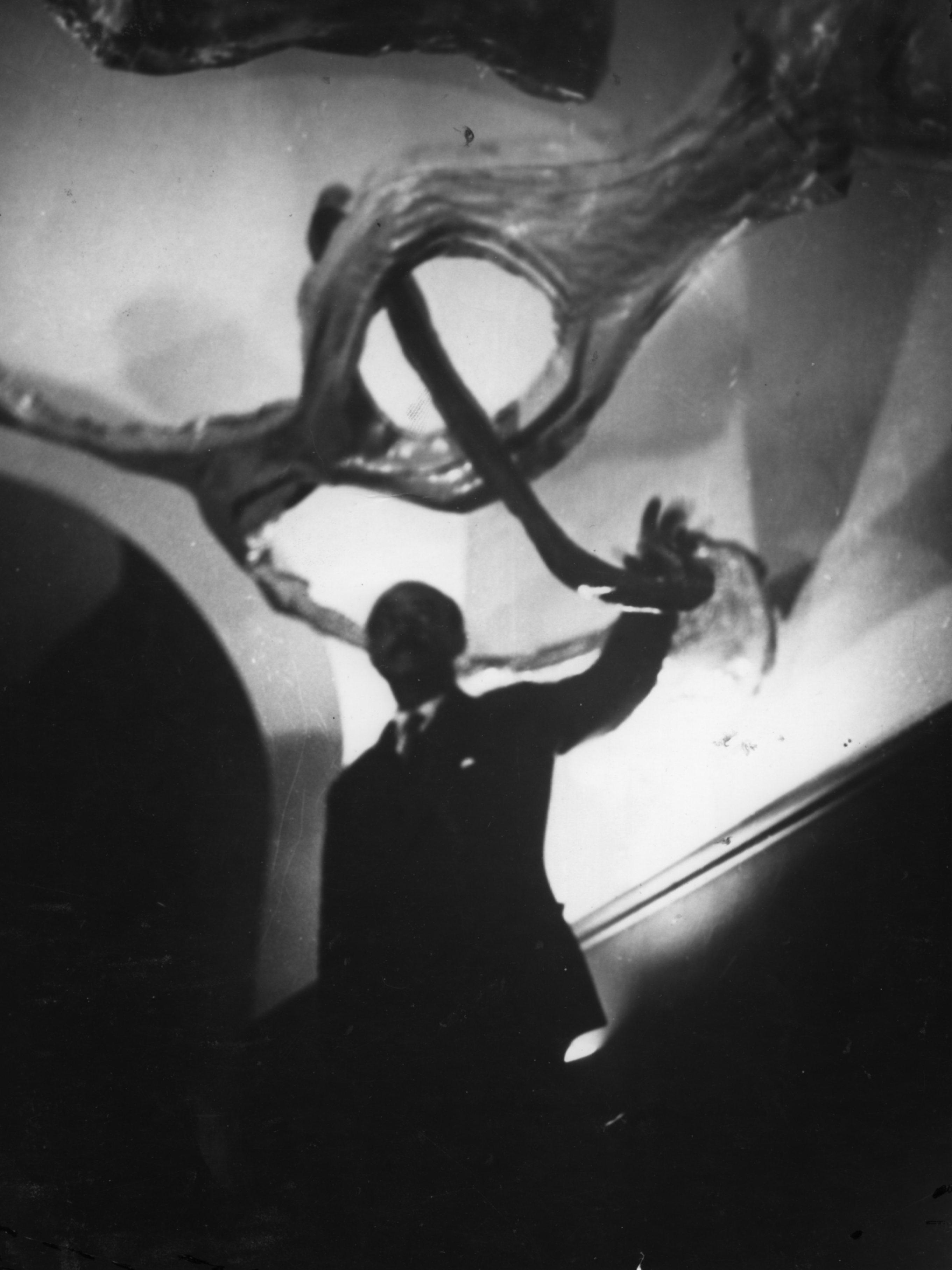 Lucio Fontana Ambiente spaziale a luce nera, 1948-1949