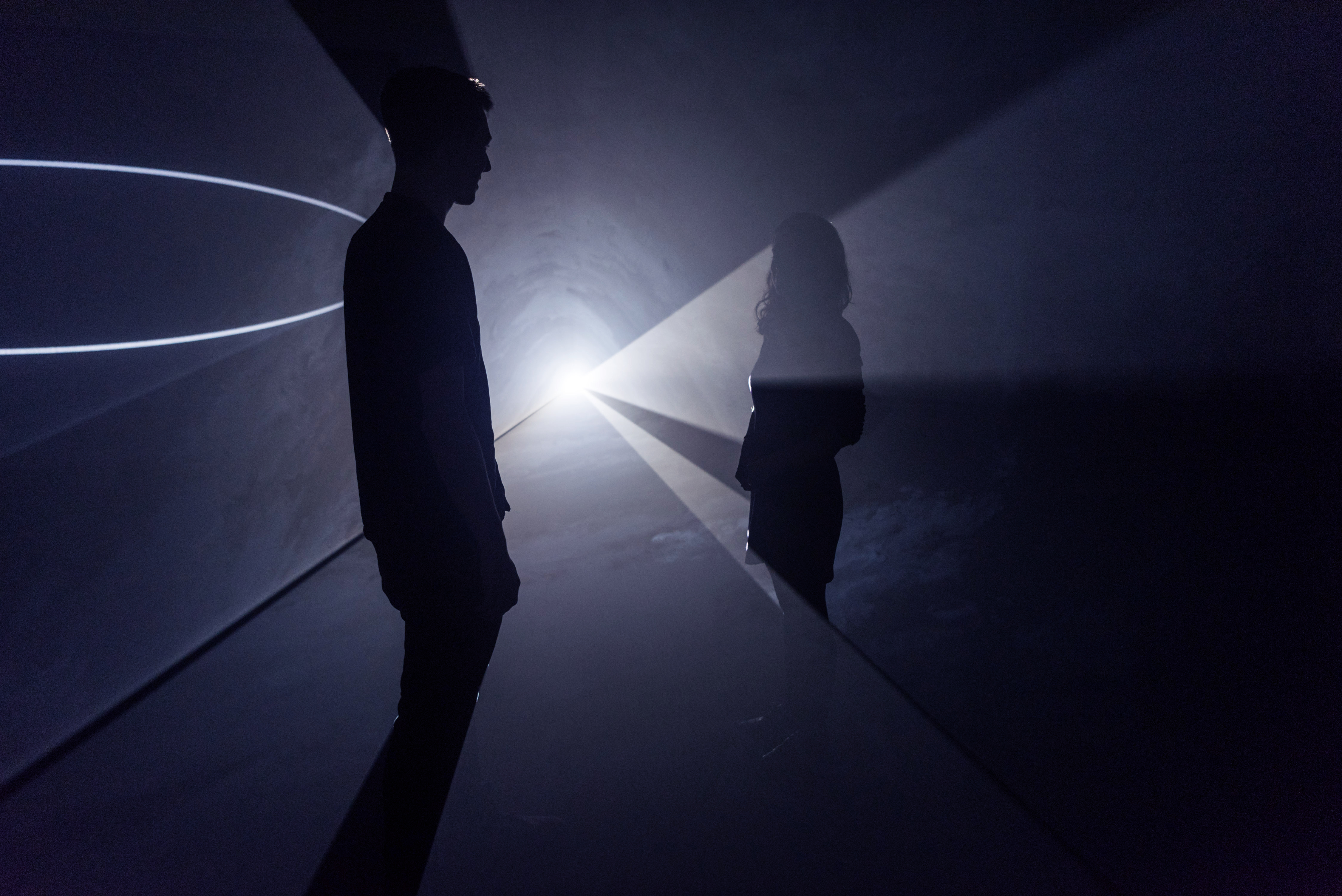 Anthony McCall / The light building a dialogue