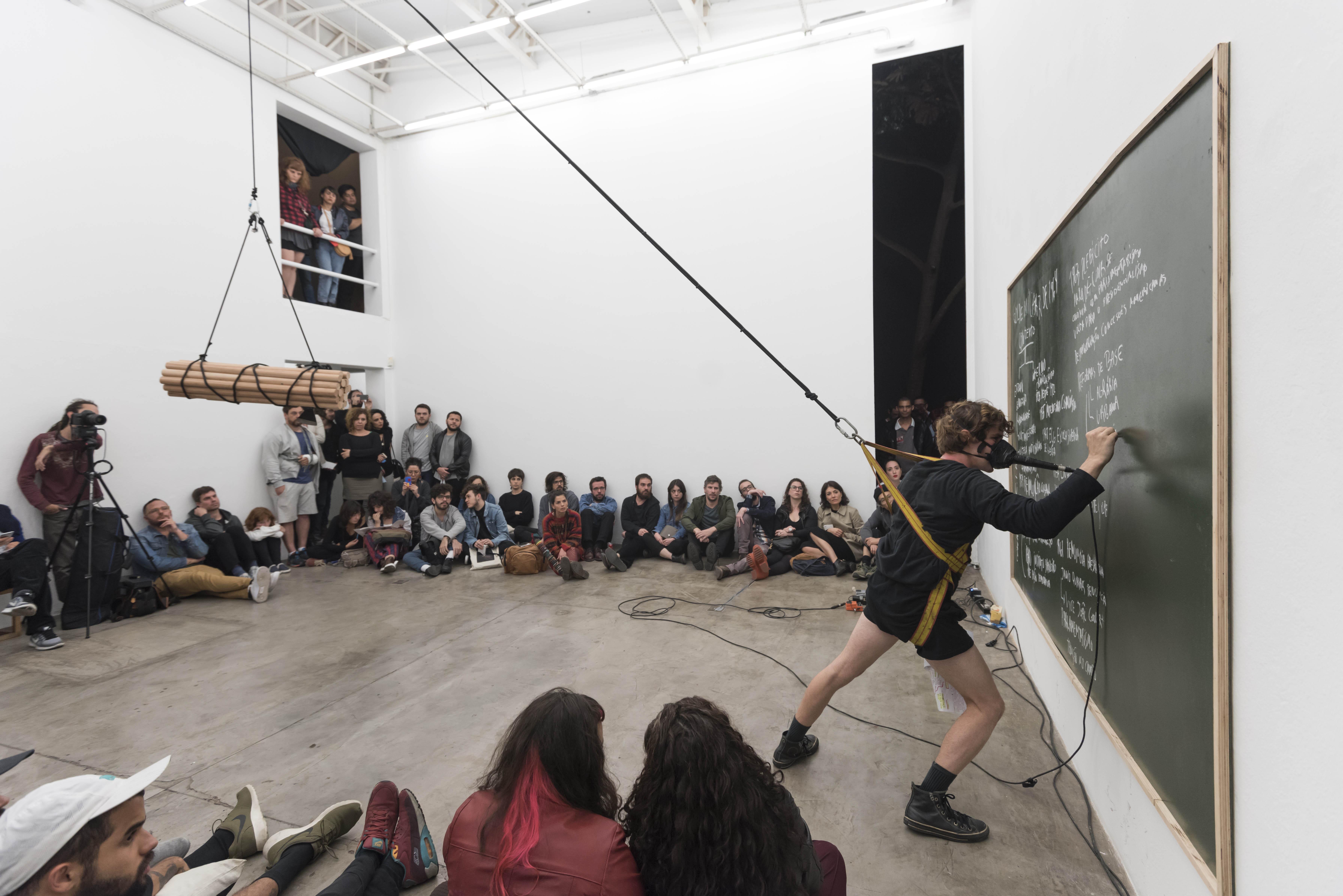 Guilherme Peters: a citizen's modern retrospective.